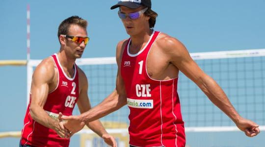 Jan Dumek a Robert Kufa ovládli halové mistrovství ČR v plážovém volejbalu