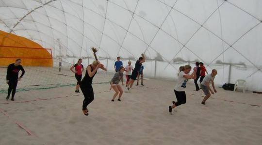 Pozvánka na denní beach volejbalové kempy s Beach Service