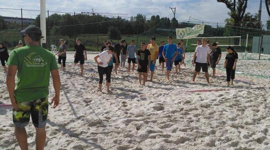 První zářijový týden jsme žáky základních škol i studenty středních škol seznamovali s plážovým volejbalem