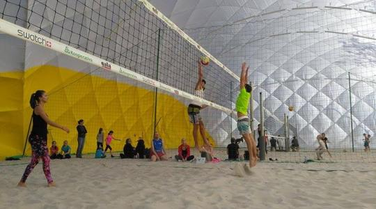 Víkendové turnaje: Spousta beach volejbalu, chlebíčky a dortíky i DJ Bobb