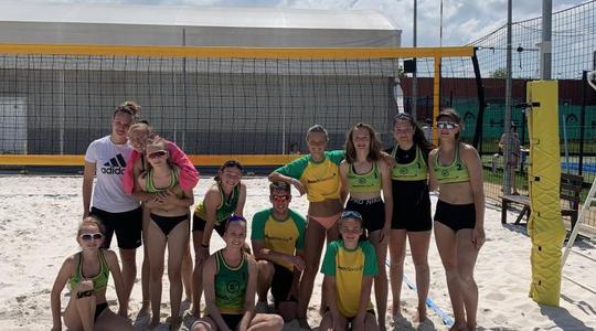 Příměstské tábory plážového volejbalu a nově i tenisu